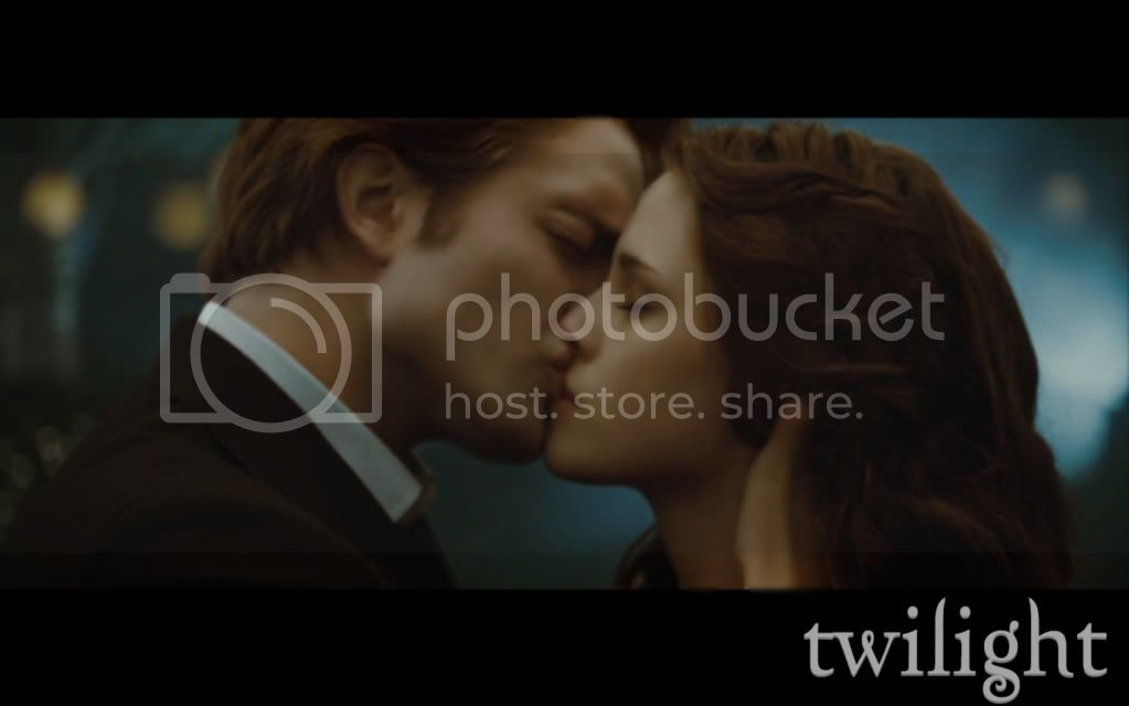 Edward and Bella kiss Pictures, Images and Photos